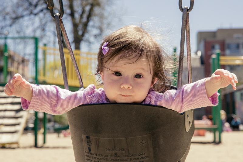 Girl on swing (www.umlaphoto.com)