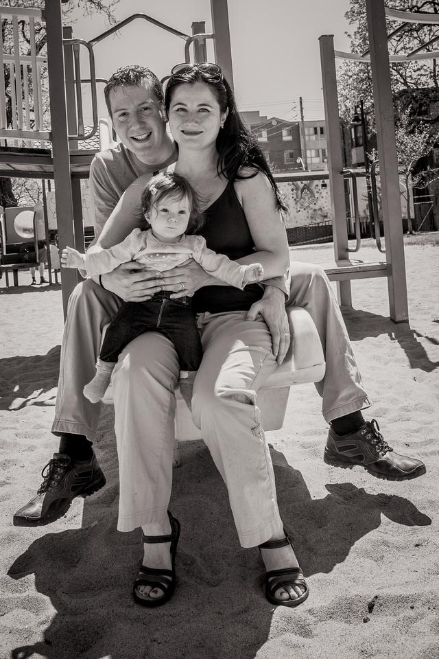 Family photos at Leslie Grove Park (www.umlaphoto.com)