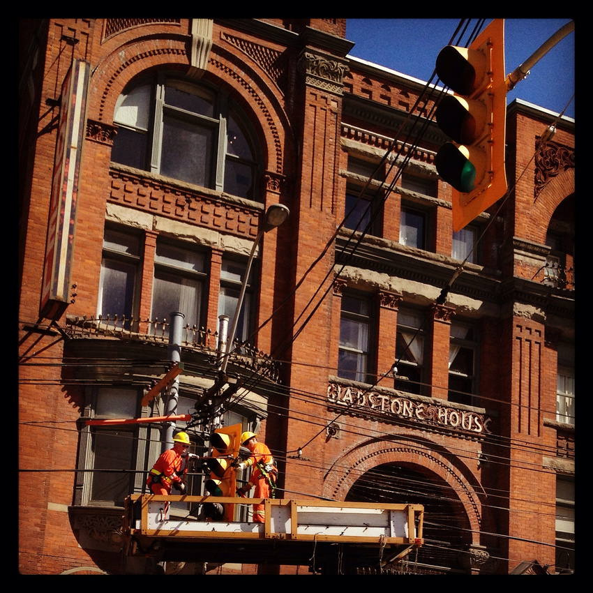 Traffic light replacement (www.umlaphoto.com)