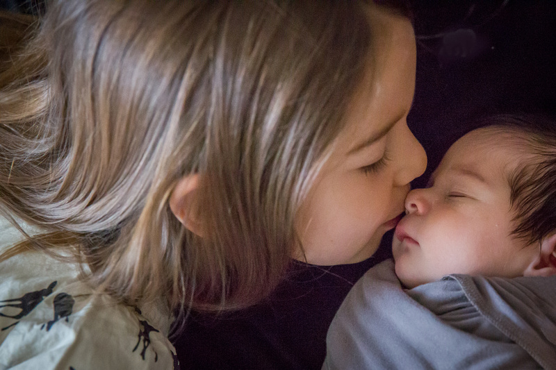 Sibling love (www.umlaphoto.com)