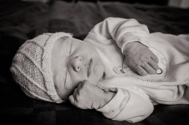 Newborn baby girl (www.umlaphoto.com)
