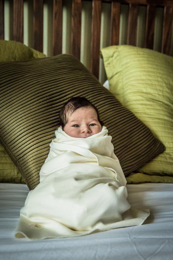 Baby wrapped in blanket (www.umalphoto.com)
