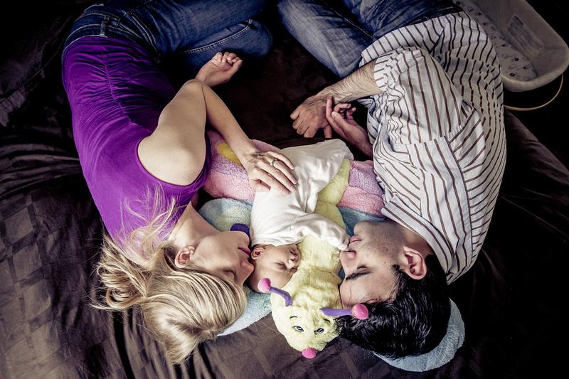 Family cuddles (www.umlaphoto.com)